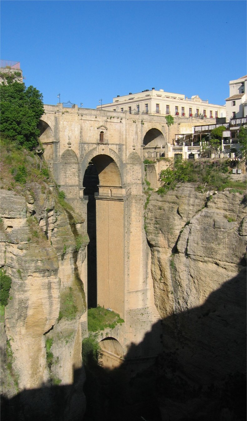 http://www.pvv.org/~erikad/Themepages/Travel/Andalucia/general/ronda.jpg