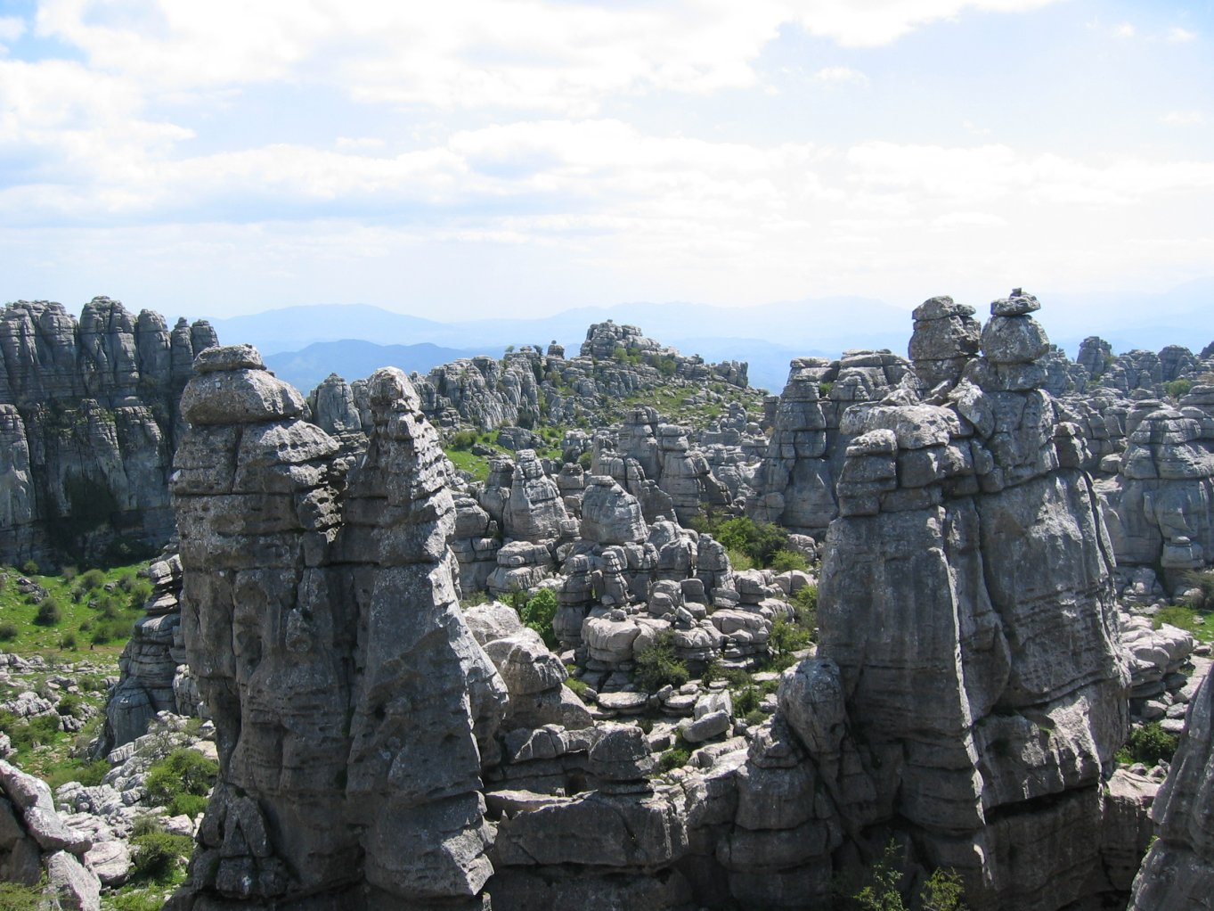 http://www.pvv.org/~erikad/Themepages/Travel/Andalucia/general/torcal.jpg