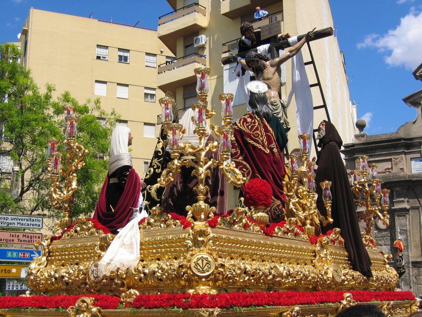 http://www.pvv.org/%7Eerikad/Themepages/Travel/Andalucia/semana_santa/paso1.jpg