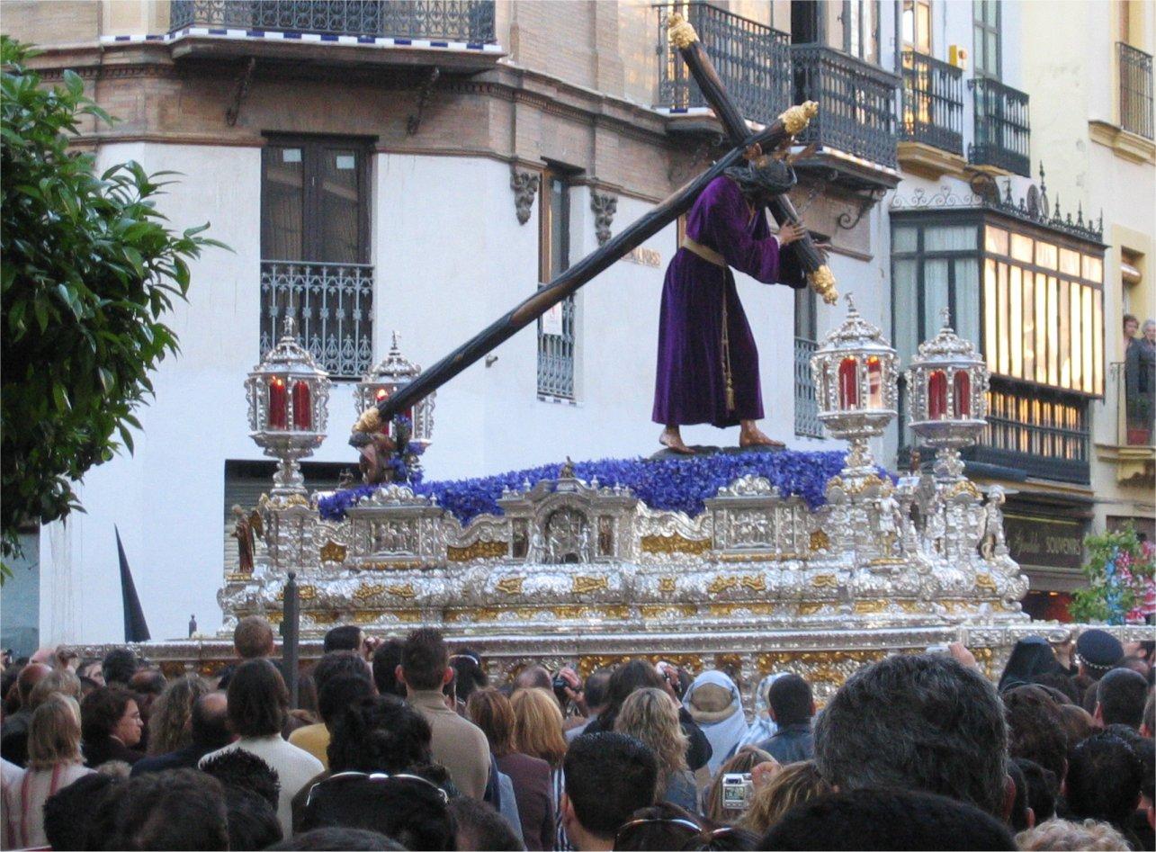 http://www.pvv.org/~erikad/Themepages/Travel/Andalucia/semana_santa/paso_la_cruz.jpg